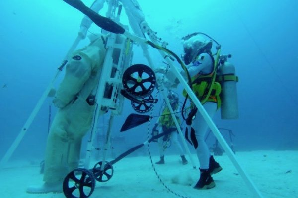 NEEMO 23 crew test prototype of rescue device