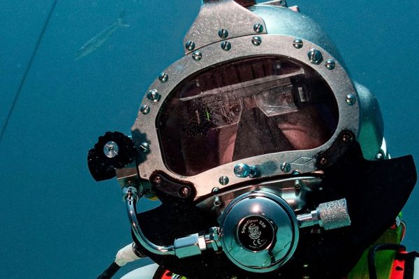 Astronauts test navy diver AR displays at Aquarius
