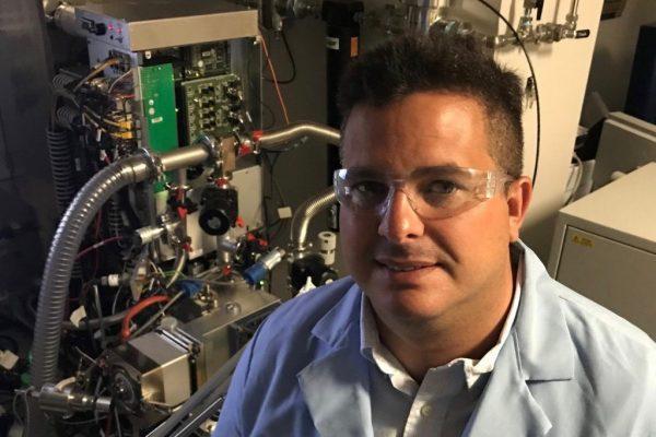 Professor improves mass spectrometers