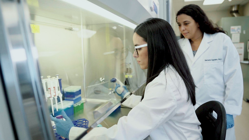 2 girls doing research in a laboratory