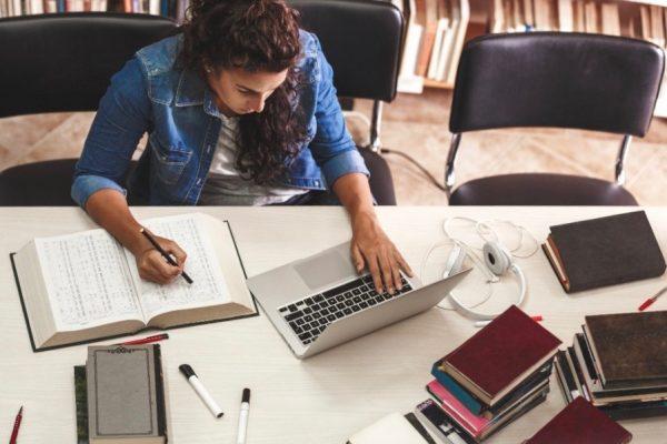 FIU Online Academic Merit Scholarship