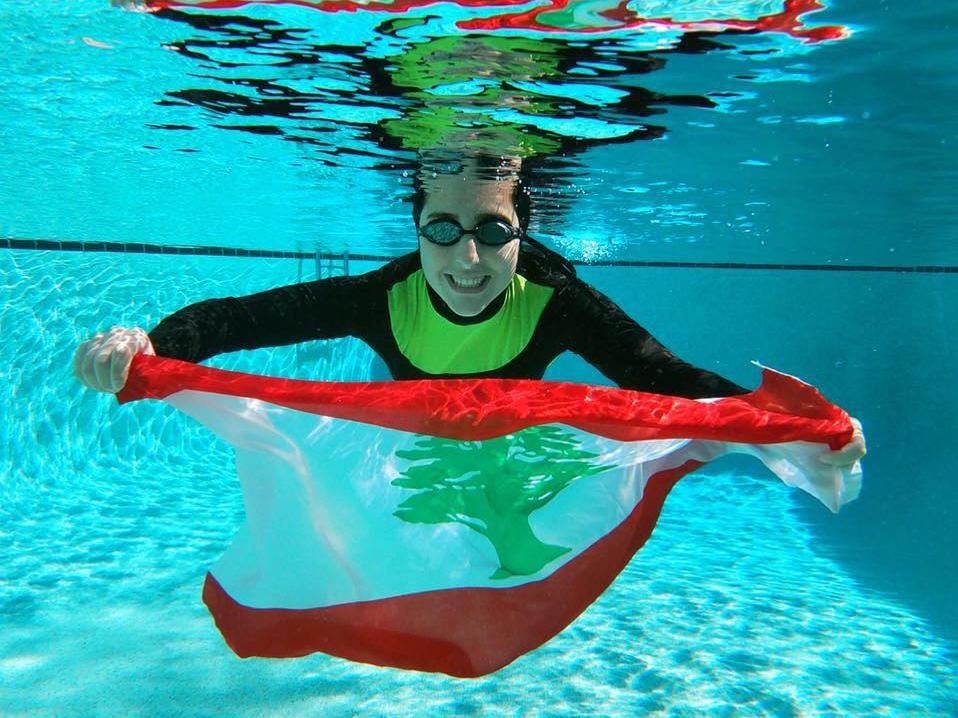 Mirna with flag underwater