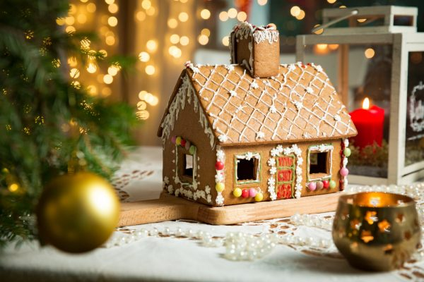 FIU@Home: Discover gingerbread house science
