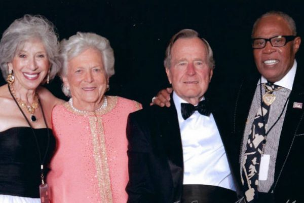 Sam and Joyce Moore say their goodbyes to President George H.W. Bush