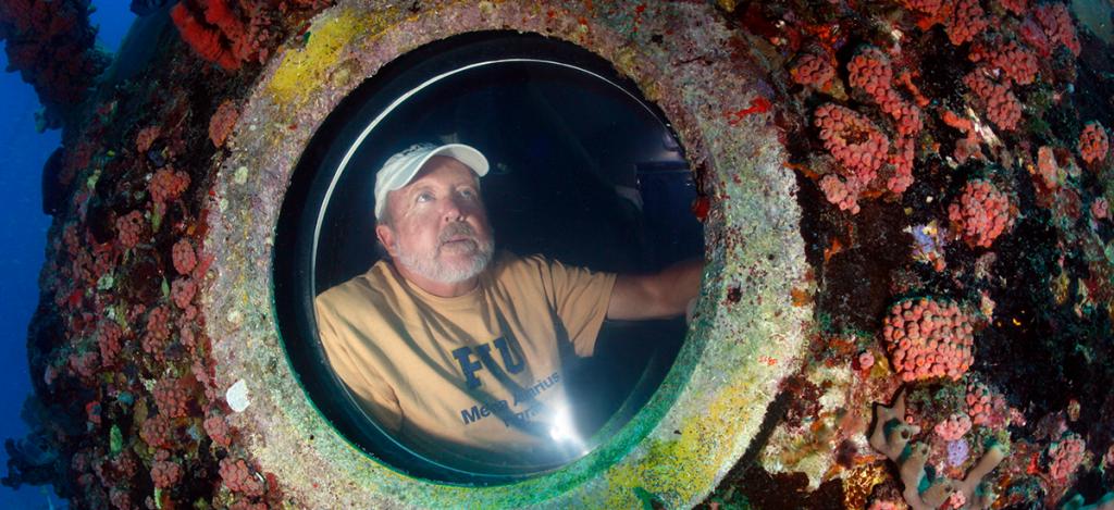 Mark Hulsbeck in Aquarius